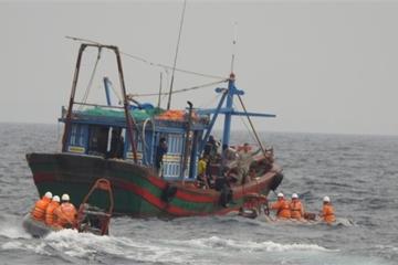 Nhiều tàu cá gặp nạn trên biển trong hai ngày cuối tháng 3
