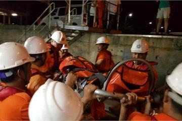 Liên tiếp nhận thông tin ngư dân gặp tai nạn trên biển