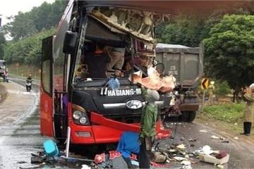 Thông tin mới nhất vụ xe khách đấu đầu xe tải tại Tuyên Quang sáng 1/11
