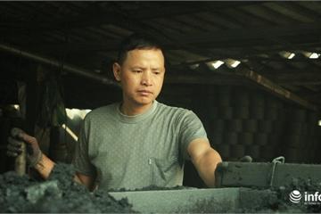 """Cận cảnh cơ sở sản xuất than tổ ong trước """"lệnh"""" Hà Nội cấm loại chất đốt này"""