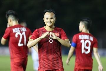 Trọng Hoàng thả tim và dành tặng vợ bàn thắng trận Việt Nam - Lào