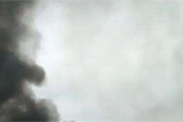 Xe đầu kéo đâm vào giải phân cách gây cháy lớn trên cao tốc Nội Bài-Lào Cai