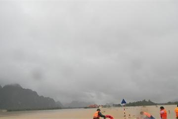 Quảng Bình: Dân chạy lũ khẩn cấp trong đêm, 1 người chết, 1 người mất tích do mưa lũ