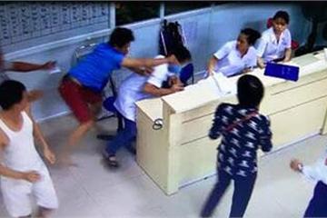 """Bệnh nhân dọa bác sĩ """"tôi sẽ cho chị sáng nhất mạng xã hội hôm nay"""""""