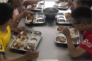 Bếp ăn bán trú: Siết chặt từ khâu nhận thực phẩm tới giám sát