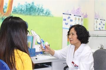 Chuyên gia hướng dẫn cách nhận biết, chăm sóc trẻ nhiễm Rota vi rút