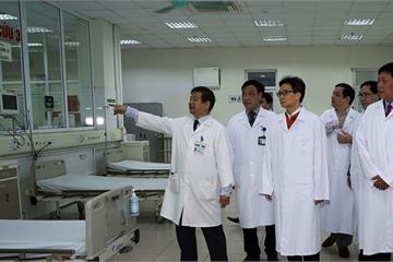 """Các bệnh viện """"gác Tết"""" lo chống dịch"""