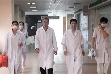 Thưởng nóng cho các y bác sĩ tuyến đầu điều trị cho bệnh nhân Covid-19