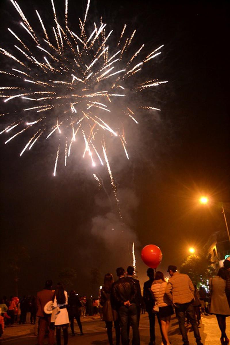 Trực tuyến: Không khí đón Giao thừa - chào năm mới Bính Thân 2016 - ảnh 17