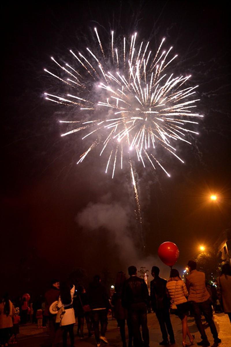Trực tuyến: Không khí đón Giao thừa - chào năm mới Bính Thân 2016 - ảnh 18