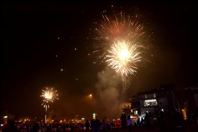 Trực tuyến: Không khí đón Giao thừa - chào năm mới Bính Thân 2016 - ảnh 22