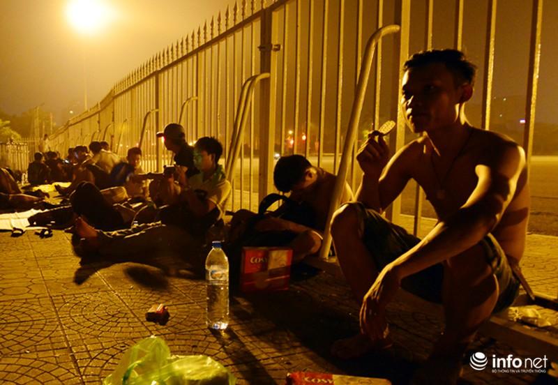 Thâu đêm xếp hàng chờ mua vé trận giao hữu Man City - Việt Nam - ảnh 10