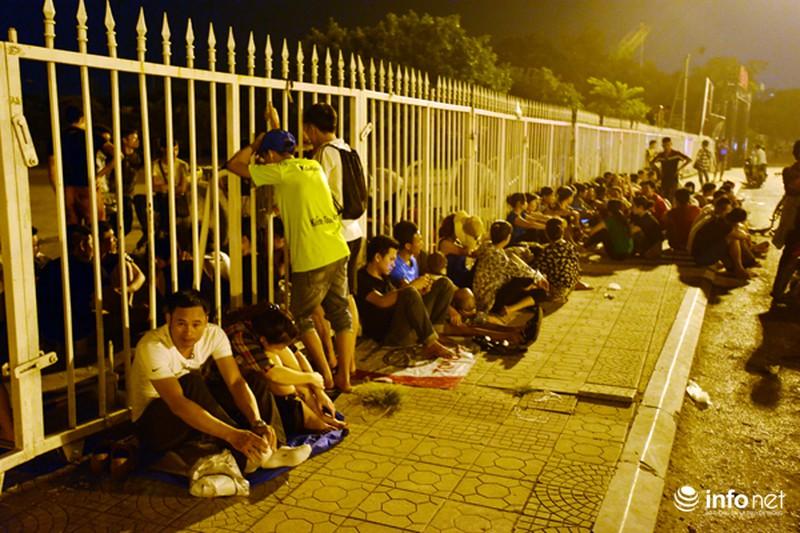 Thâu đêm xếp hàng chờ mua vé trận giao hữu Man City - Việt Nam - ảnh 4