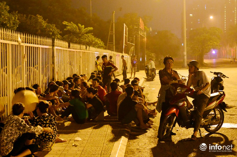 Thâu đêm xếp hàng chờ mua vé trận giao hữu Man City - Việt Nam - ảnh 5