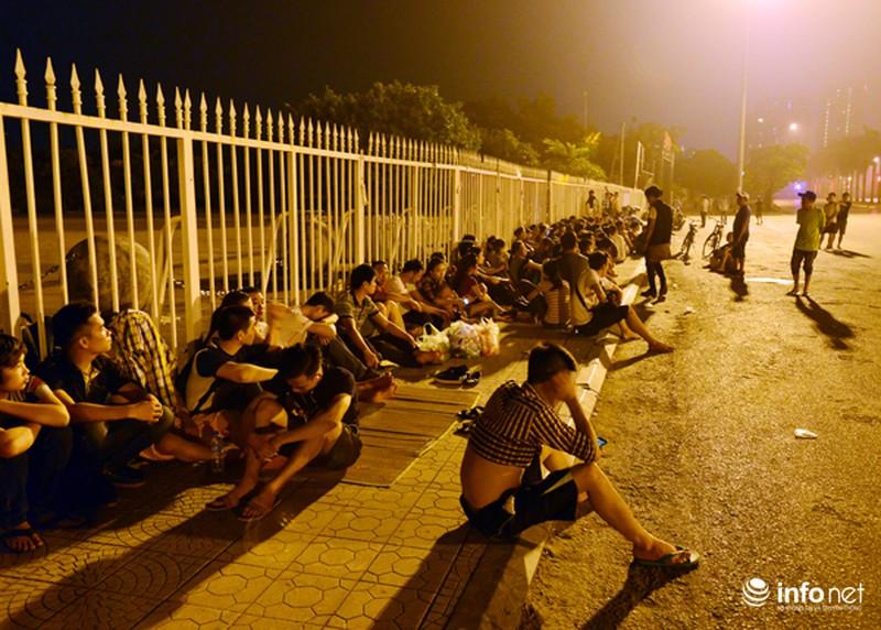 Thâu đêm xếp hàng chờ mua vé trận giao hữu Man City - Việt Nam - ảnh 7