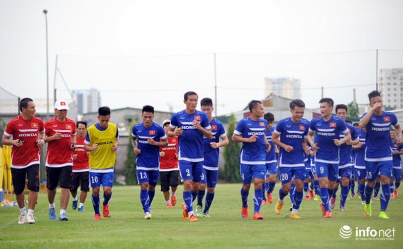 Xem tuyển thủ CLB ManCity và đội tuyển Việt Nam tập luyện trước trận đấu - ảnh 1