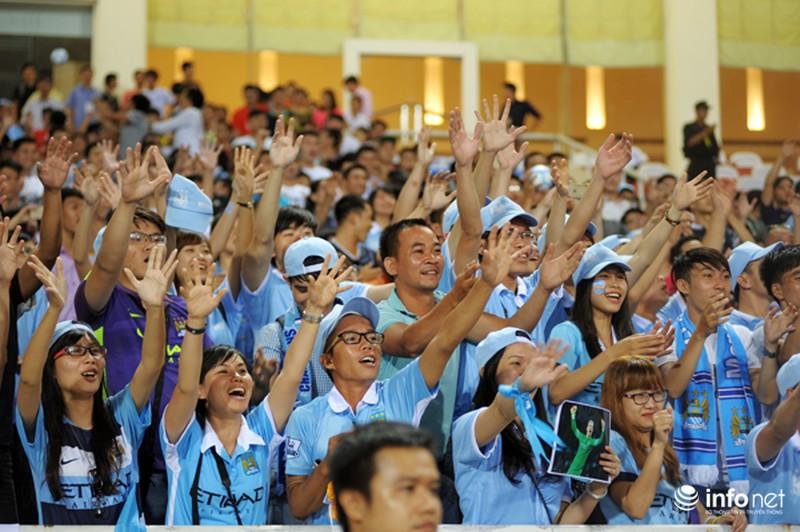 Xem tuyển thủ CLB ManCity và đội tuyển Việt Nam tập luyện trước trận đấu - ảnh 11