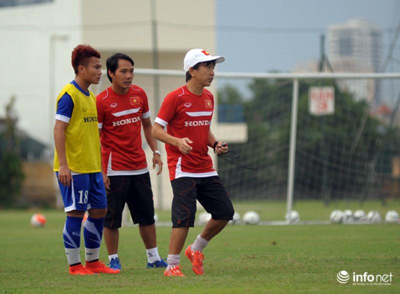 Xem tuyển thủ CLB ManCity và đội tuyển Việt Nam tập luyện trước trận đấu - ảnh 2