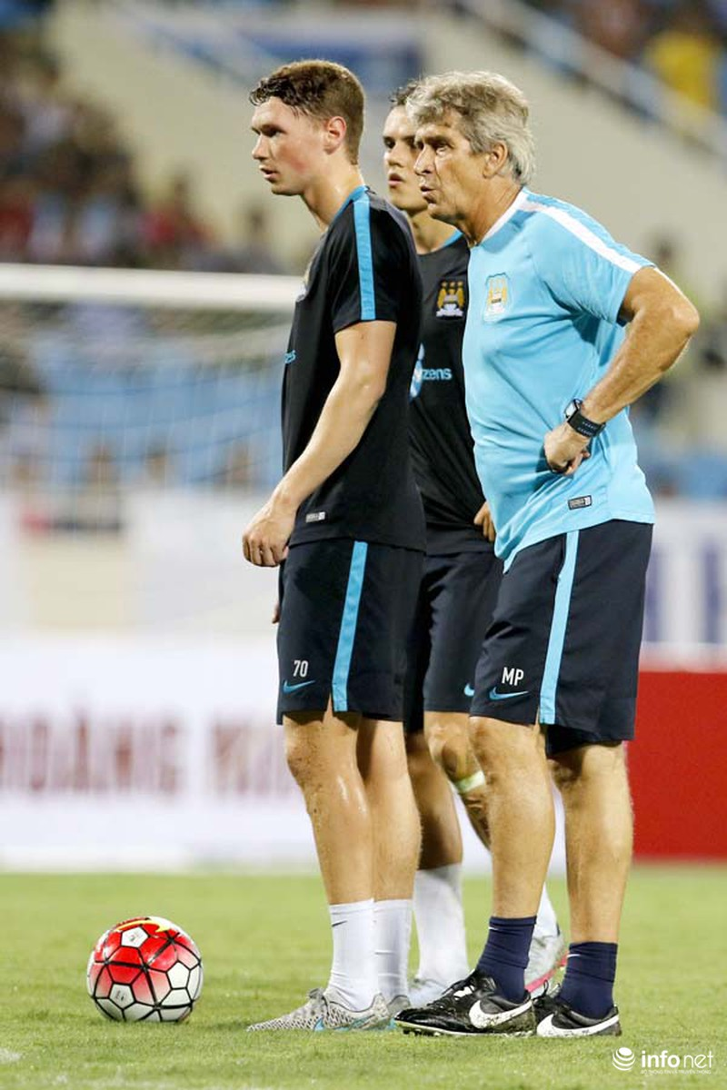 Xem tuyển thủ CLB ManCity và đội tuyển Việt Nam tập luyện trước trận đấu - ảnh 7