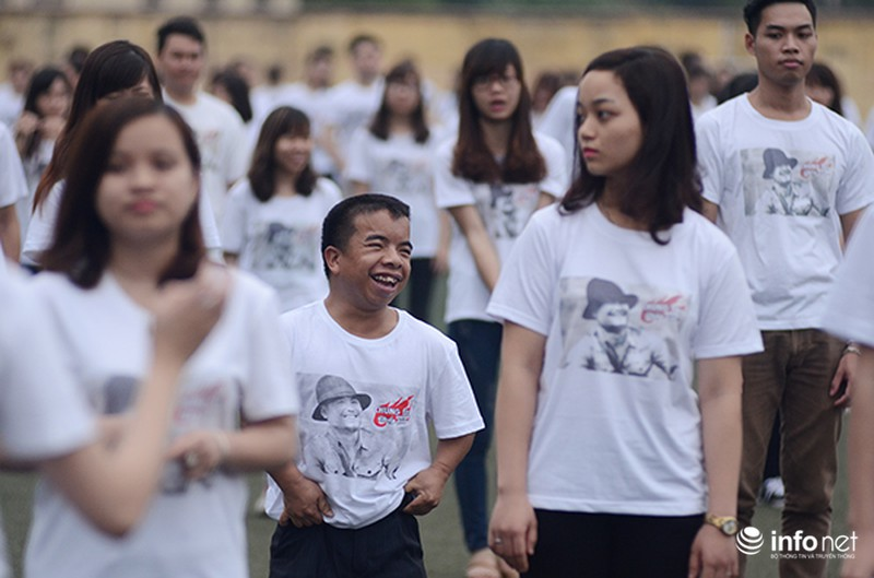 Hàng trăm bạn trẻ quay MV bài hát của cố nhạc sĩ Trần Lập - ảnh 7