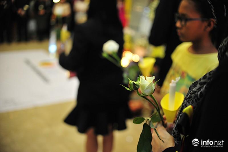 Người dân Hà Nội tưởng nhớ nạn nhân bị đánh bom tại Bỉ - ảnh 6