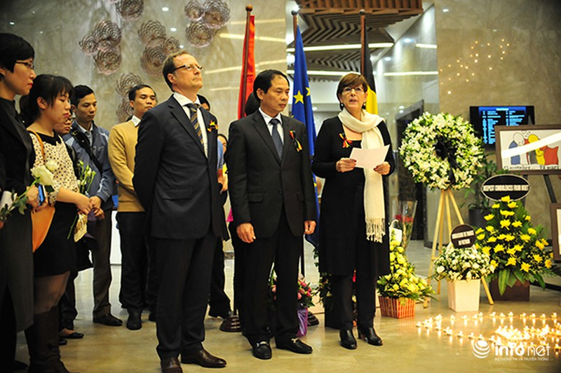 Người dân Hà Nội tưởng nhớ nạn nhân bị đánh bom tại Bỉ - ảnh 5