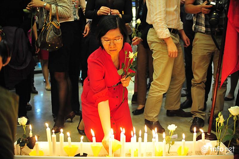 Người dân Hà Nội tưởng nhớ nạn nhân bị đánh bom tại Bỉ - ảnh 9