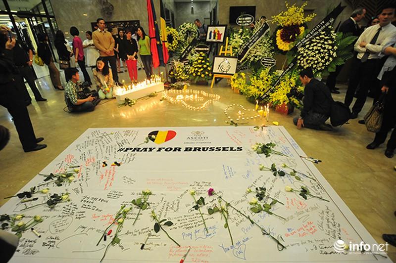 Người dân Hà Nội tưởng nhớ nạn nhân bị đánh bom tại Bỉ - ảnh 10