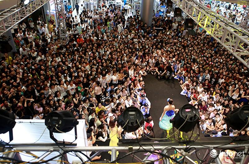 Hàng ngàn cô gái trẻ phát cuồng khi Noo Phước Thịnh xuất hiện - ảnh 1