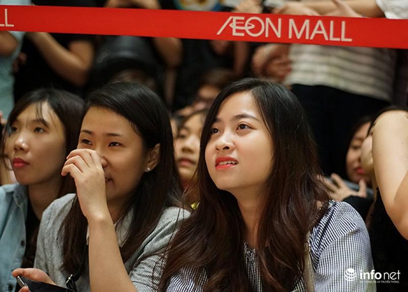 Hàng ngàn cô gái trẻ phát cuồng khi Noo Phước Thịnh xuất hiện - ảnh 2