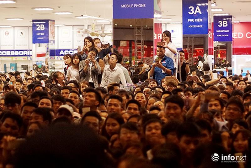 Hàng ngàn cô gái trẻ phát cuồng khi Noo Phước Thịnh xuất hiện - ảnh 3