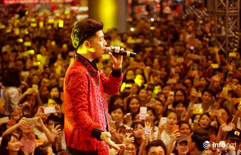 Hàng ngàn cô gái trẻ phát cuồng khi Noo Phước Thịnh xuất hiện - ảnh 6