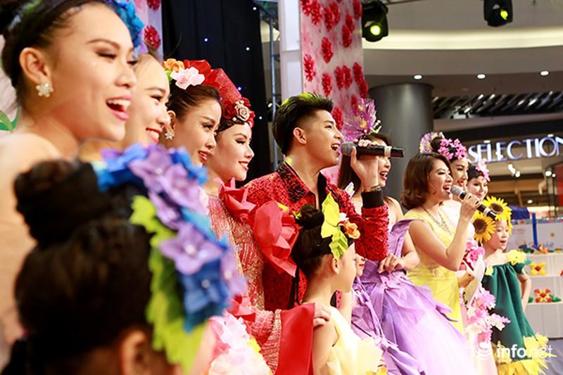 Hàng ngàn cô gái trẻ phát cuồng khi Noo Phước Thịnh xuất hiện - ảnh 8