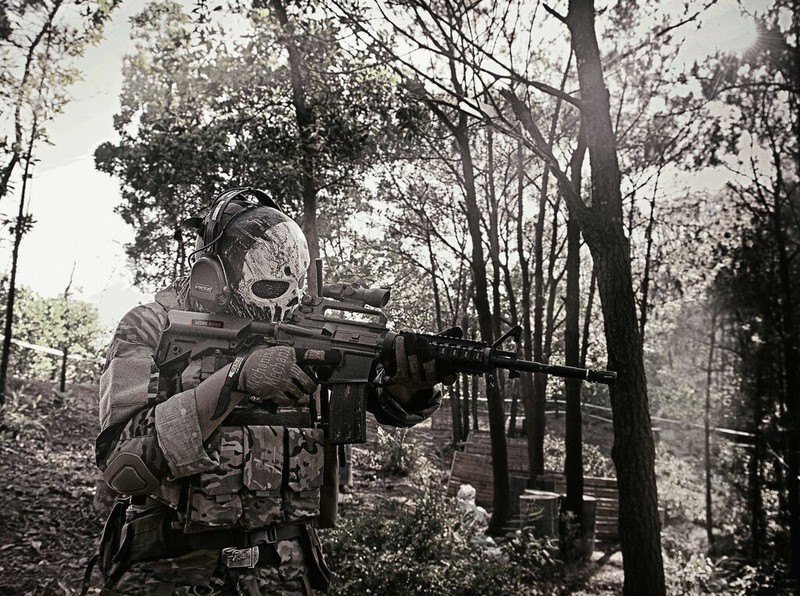 Cận cảnh trang phục, vũ khí trong phim hành động VN theo phong cách Holywood - ảnh 9