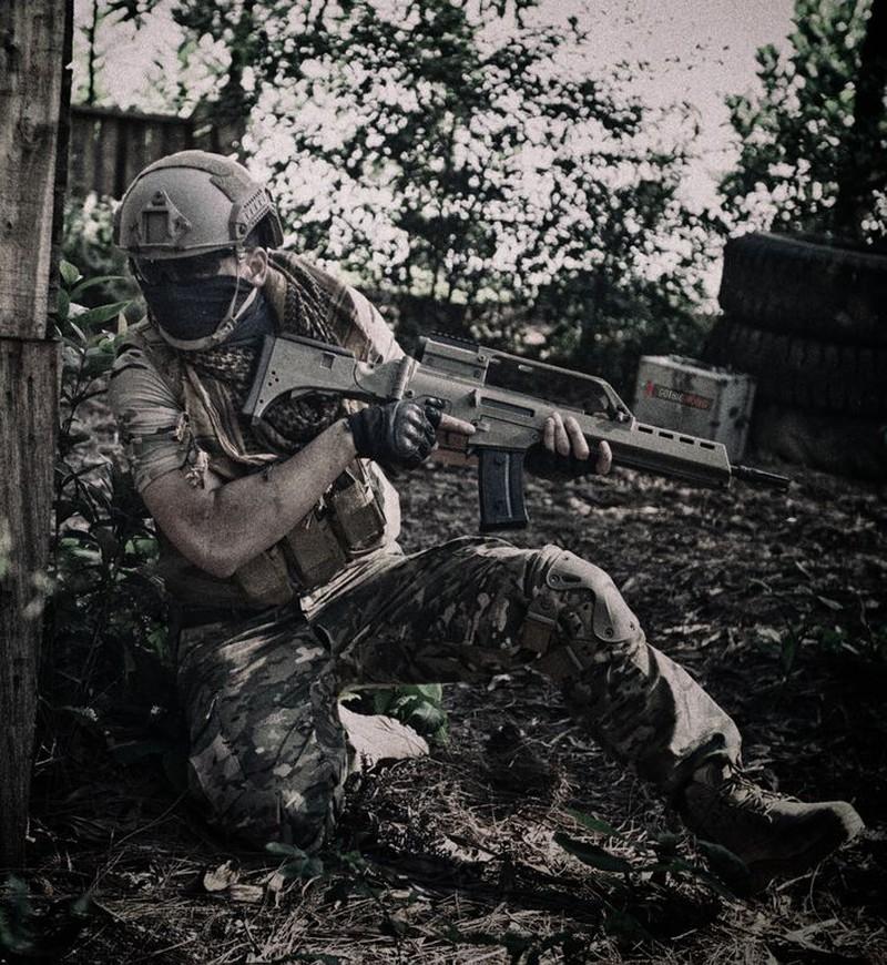 Cận cảnh trang phục, vũ khí trong phim hành động VN theo phong cách Holywood - ảnh 12