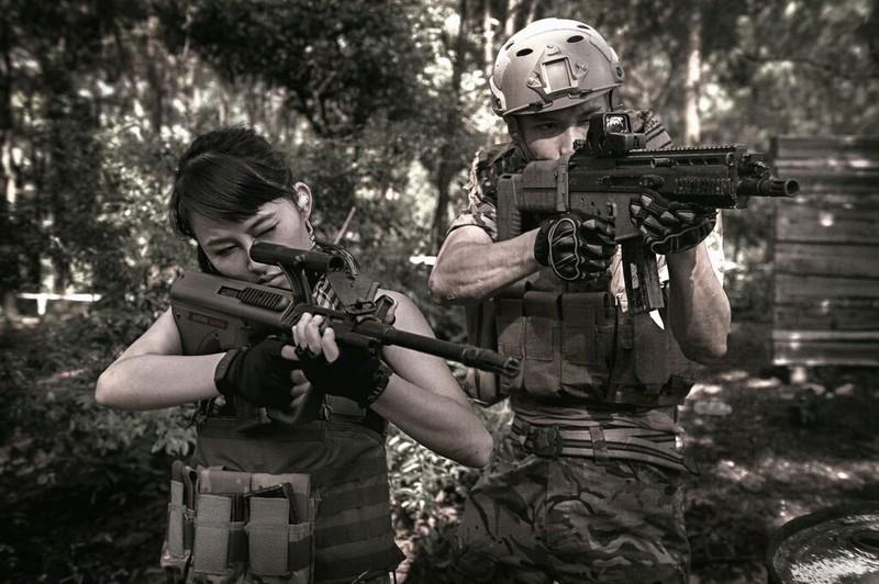 Cận cảnh trang phục, vũ khí trong phim hành động VN theo phong cách Holywood - ảnh 14