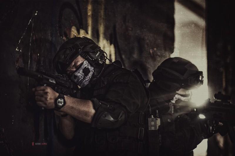 Cận cảnh trang phục, vũ khí trong phim hành động VN theo phong cách Holywood - ảnh 19