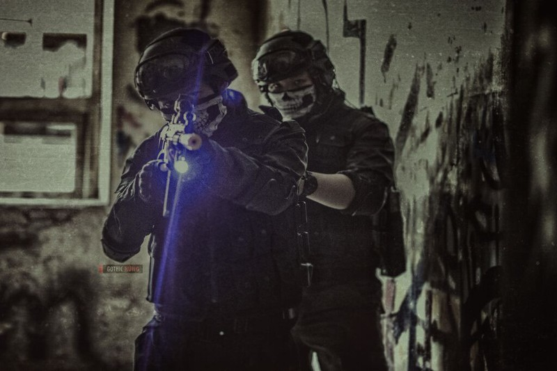 Cận cảnh trang phục, vũ khí trong phim hành động VN theo phong cách Holywood - ảnh 20