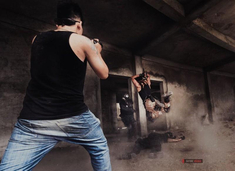 Cận cảnh trang phục, vũ khí trong phim hành động VN theo phong cách Holywood - ảnh 21