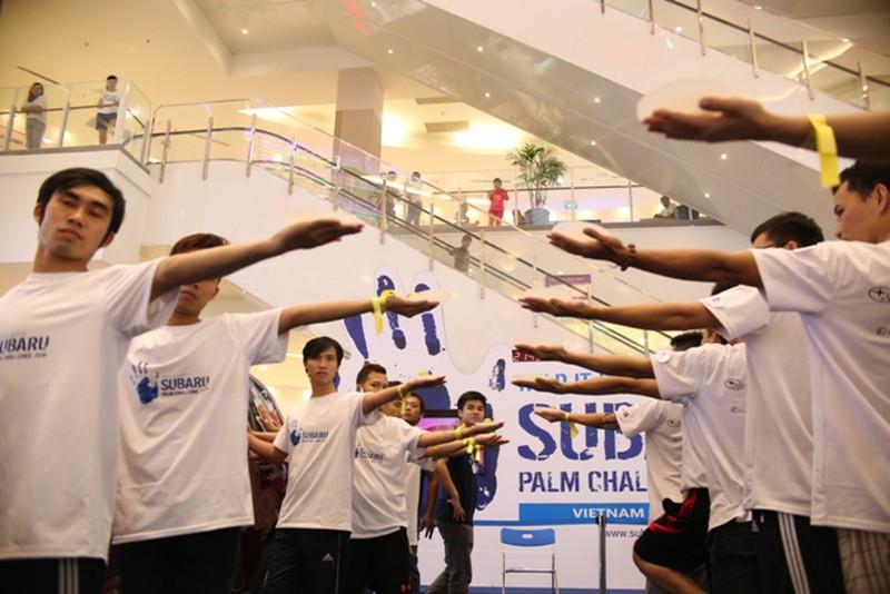 Hình ảnh hài hước tại cuộc thi 'sờ' xe Subaru Palm Challenge Việt Nam 2016 - ảnh 6