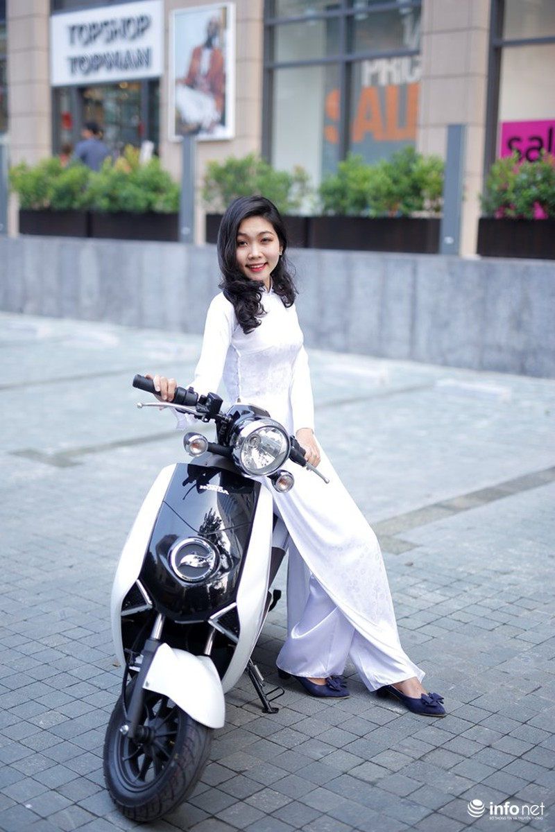 Xe điện Honda V-Sun V3 tôn dáng người đẹp áo dài - ảnh 4