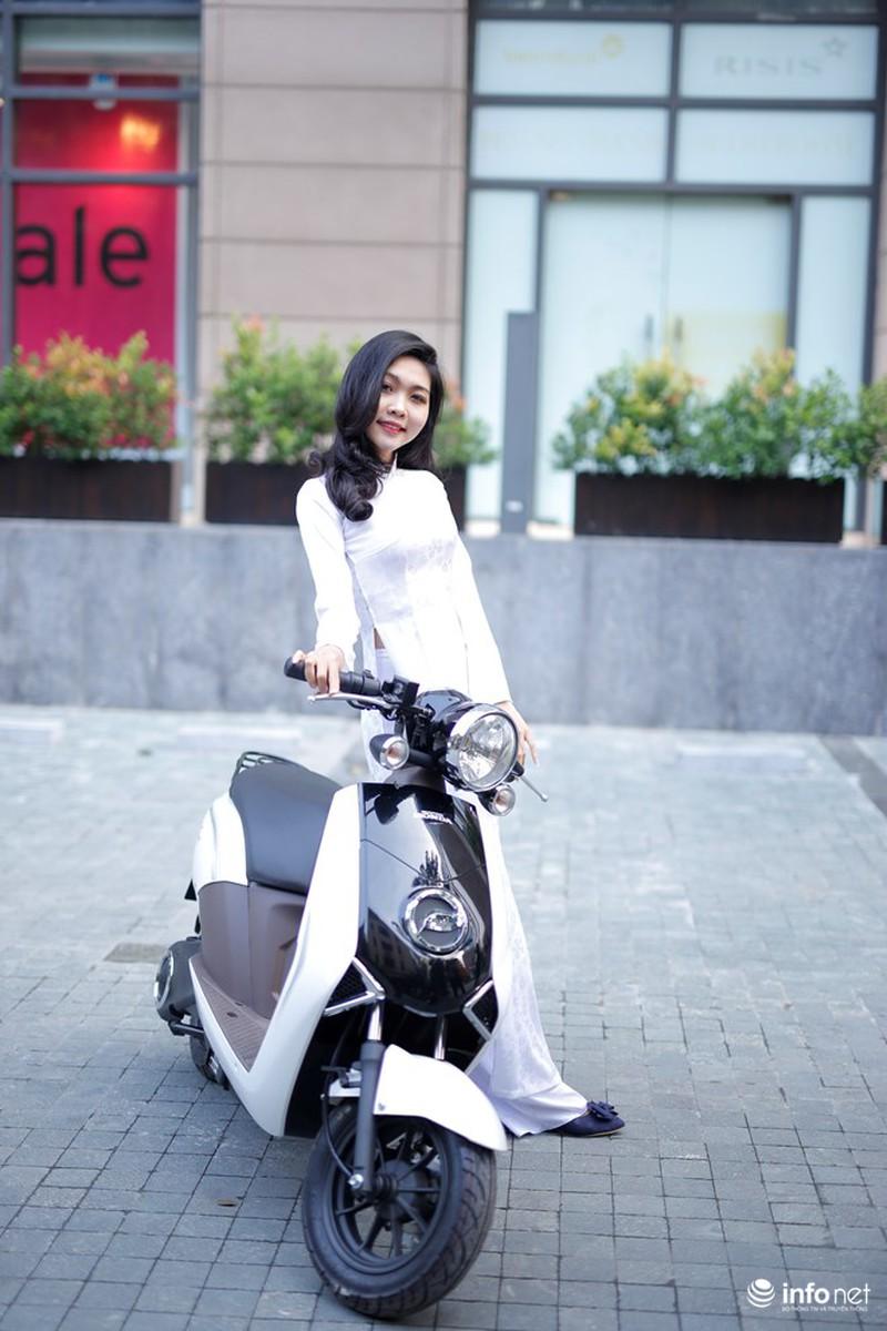 Xe điện Honda V-Sun V3 tôn dáng người đẹp áo dài - ảnh 6