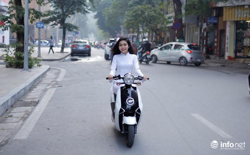 Xe điện Honda V-Sun V3 tôn dáng người đẹp áo dài - ảnh 1