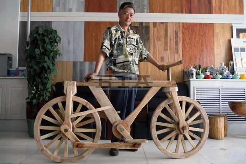 Những chiếc xe 2 bánh bằng gỗ gây sốt dân mạng Việt