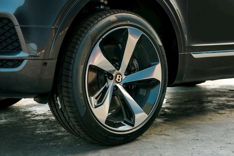 Cận cảnh Bentley Bentayga V8 màu hiếm Century Gold xuất hiện ở Việt Nam - ảnh 5