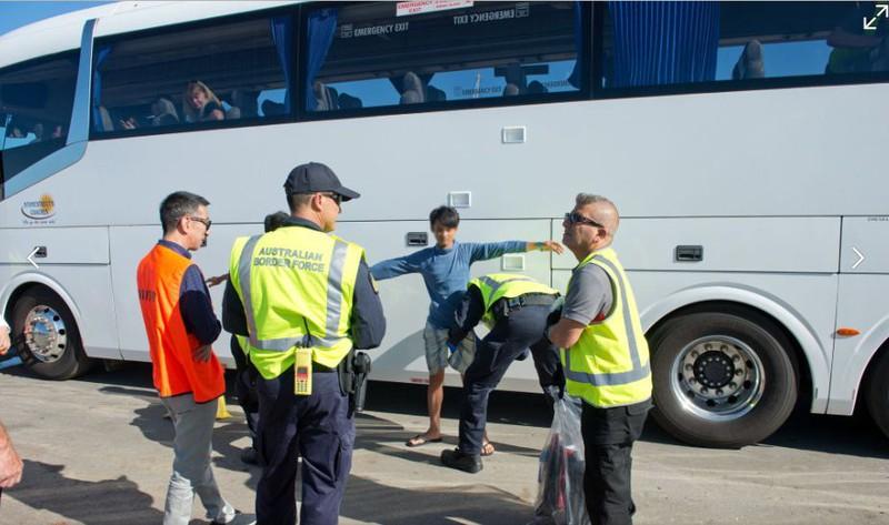 Ảnh: 15 ngư dân Việt Nam bị bắt vì đánh bắt trái phép ở Australia - ảnh 2