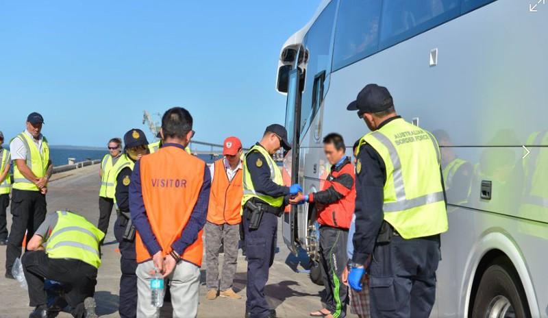 Ảnh: 15 ngư dân Việt Nam bị bắt vì đánh bắt trái phép ở Australia - ảnh 3