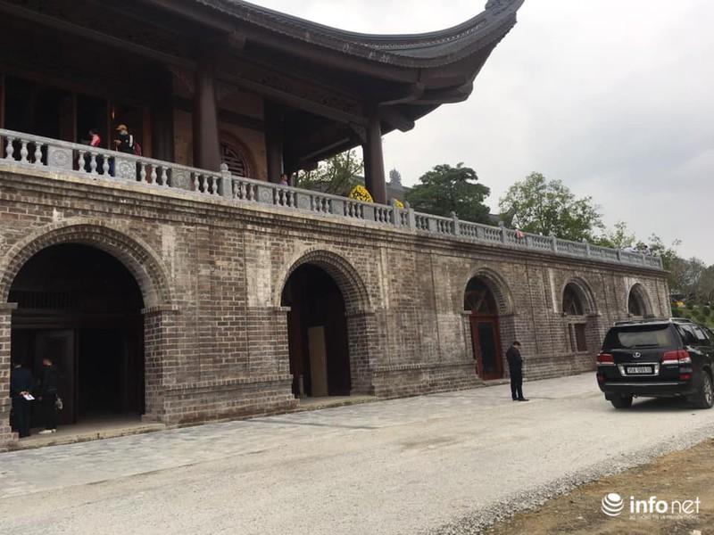 Vẻ hoành tráng của ngôi đền.