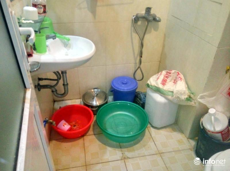Cư dân chung cư ông Thản đội nắng gắt phản đối việc mất nước sinh hoạt - ảnh 3