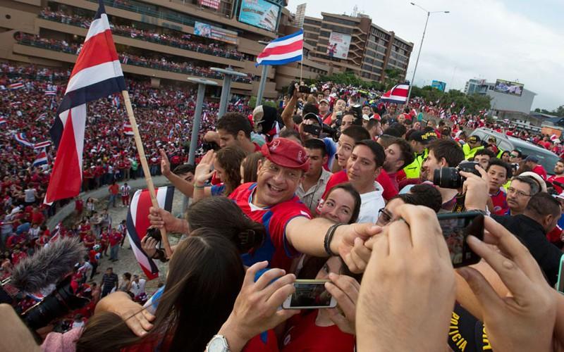 Các nguyên thủ quốc gia cũng 'phát cuồng' vì World Cup - ảnh 11